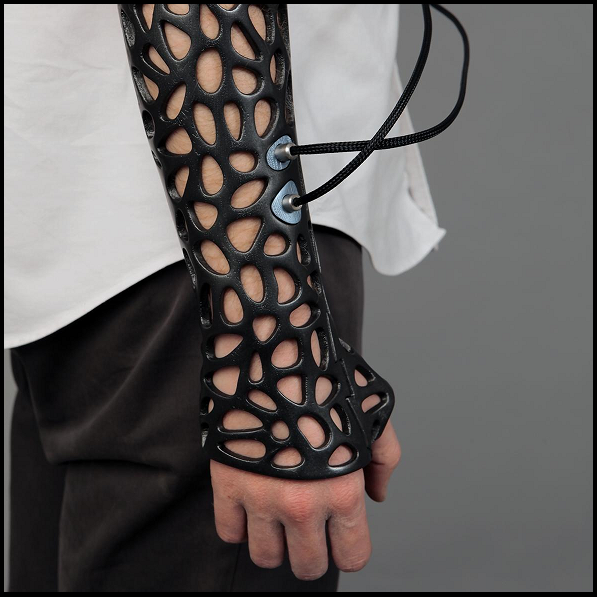 ... 3D-printed cast could speed up healing while making you look cool ...  The Osteoid Medical cast designed by Deniz Karasahin can be hooked up to an ultrasound machine that promises to reduce the time it takes for a broken bone to mend. The cast is also lighter, better for the environment and more comfortable than bulky plaster ones.